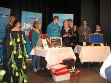 Übergabe der Experimentierkoffer in der Helene Lange Schule