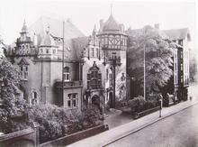 Das Gebäude um 1930