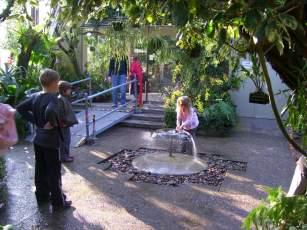 Springbrunnen im Orchideenhaus