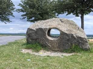 Stein auf dem Aussichtshügel