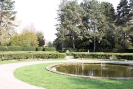 Wasserbecken mit Springbrunnen