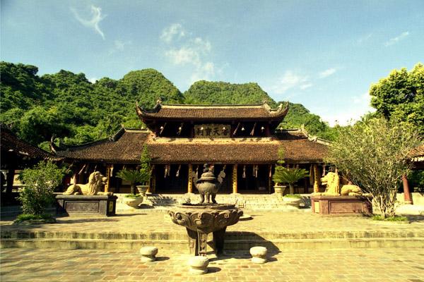 hanoi attactions - perfume pagoda