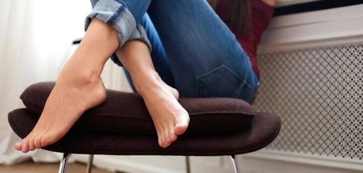 Afbeeldingsresultaat voor blote voeten thuis