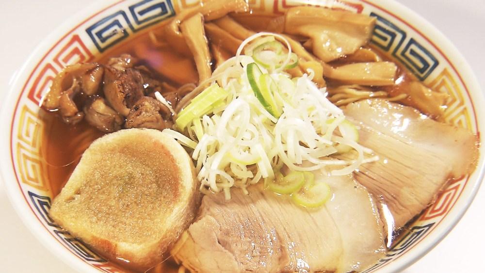 鶏の旨味たっぷり!地元の食材を使った味わい深い一杯「親鳥中華」