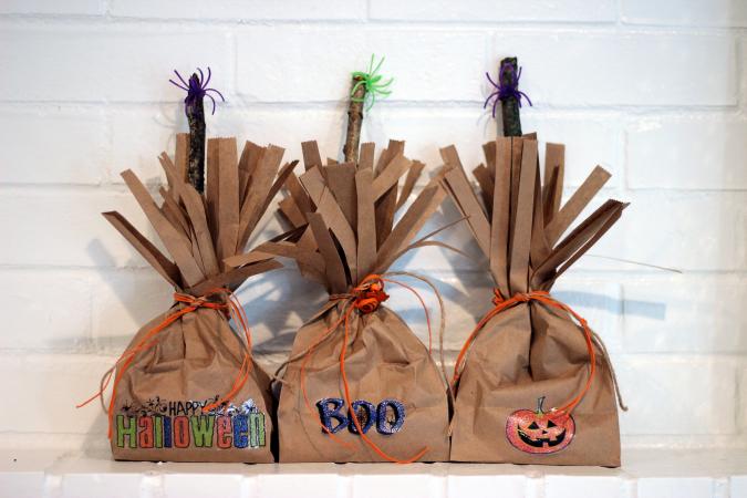 Simple Halloween Craft DIY Trick or Treat Bags