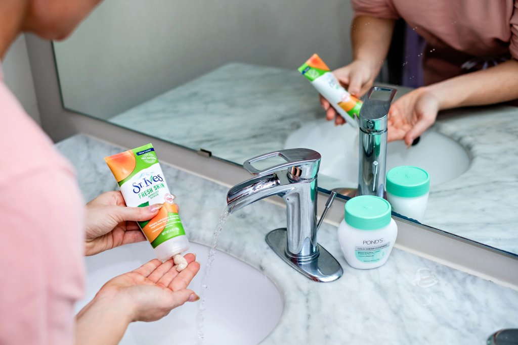 Looking for the perfect budget friendly skincare routine? Popular Atlanta Blogger Happily Hughes is sharing her favorite budget friendly skincare favorites!  Click to see the budget friendly skincare routine here!