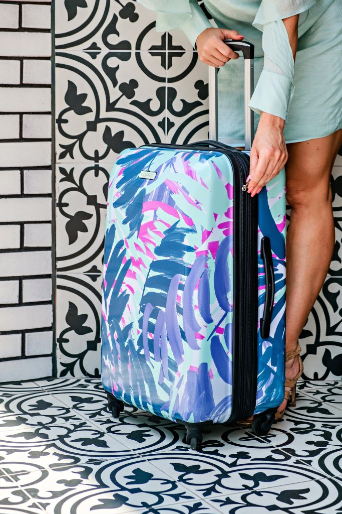 Summertime means vacation time right? Popular Atlanta Blogger Happily Hughes is sharing her top tips show you how to pack like a travel pro.  Click to see them here!