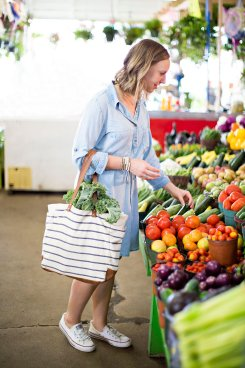 Farmers Market Shoot   read more at happilythehicks.com