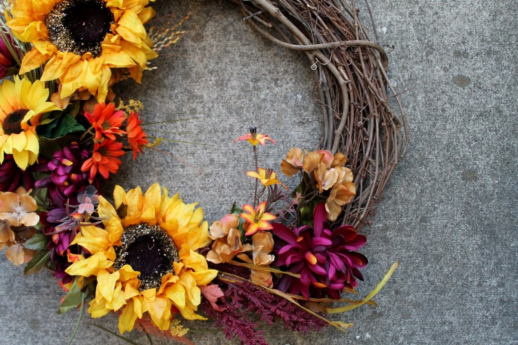 Fall Wreath DIY Tutorial | read more at happilythehicks.com
