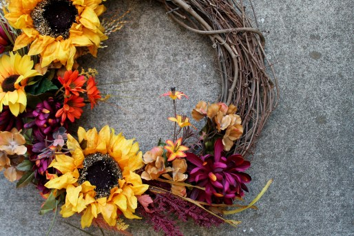 Fall Wreath DIY Tutorial   read more at happilythehicks.com