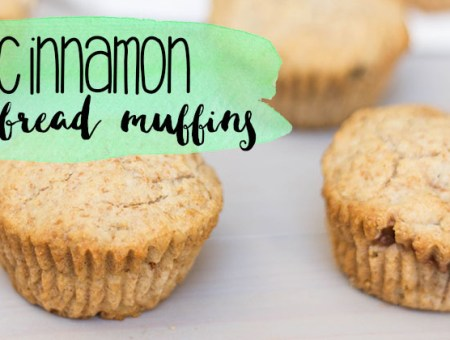 These apple cinnamon stuffed cornbread muffins are the perfect way to enjoy a sweet treat after a meal, or to go with your favorite spring salad. | read more at happilythehicks.com