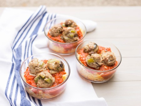This spaghetti squash and meatballs meal is perfect for meal prep and is Whole30 approved!   read more at happilythehicks.com