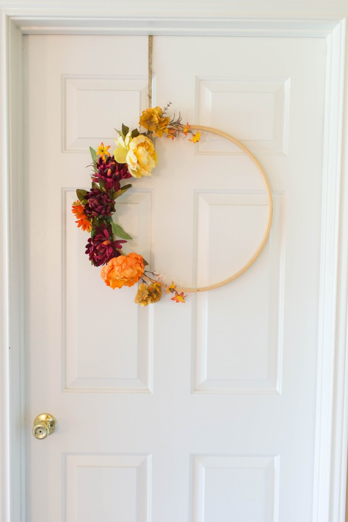 This DIY fall hoop wreath is SO easy to make, and a great addition to your fall decorations.   read more at happilythehicks.com