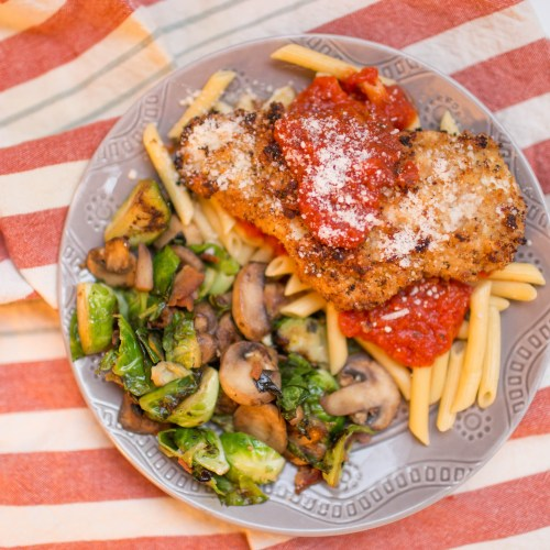 This delicious baked chicken parmesan is not only delicious, but also gluten free!   read more at happilythehicks.com