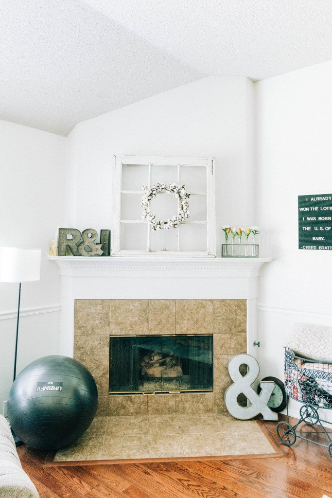 Our Home Tour (finally!) | read more at happilythehicks.com
