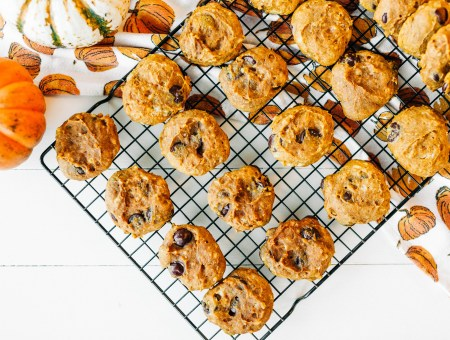 Chocolate Chip Pumpkin Spice Cookies | read more at happilythehicks.com