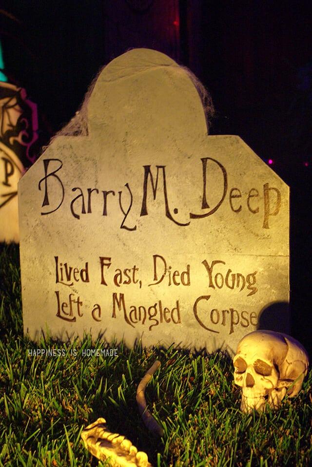 Funny Halloween Tombstone DIY