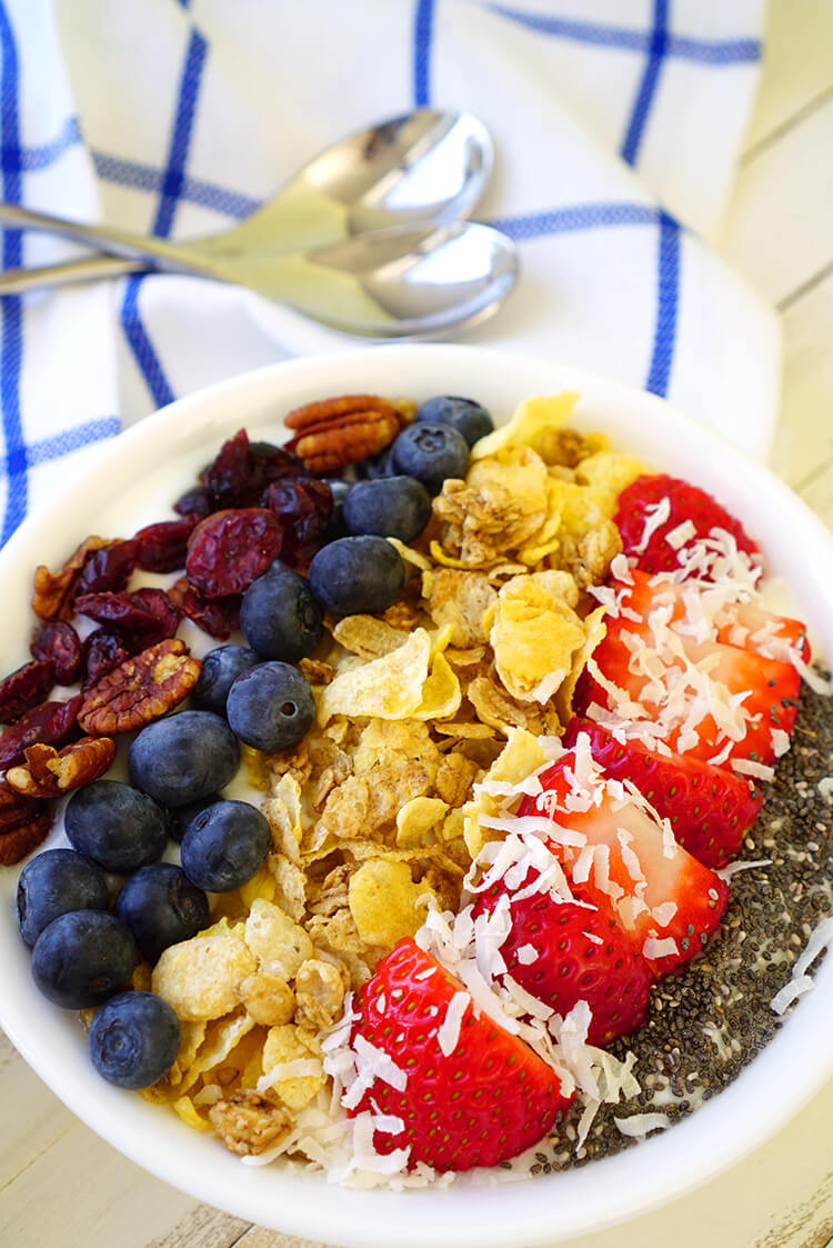 honey-oats-vanilla-berry-breakfast-bowl