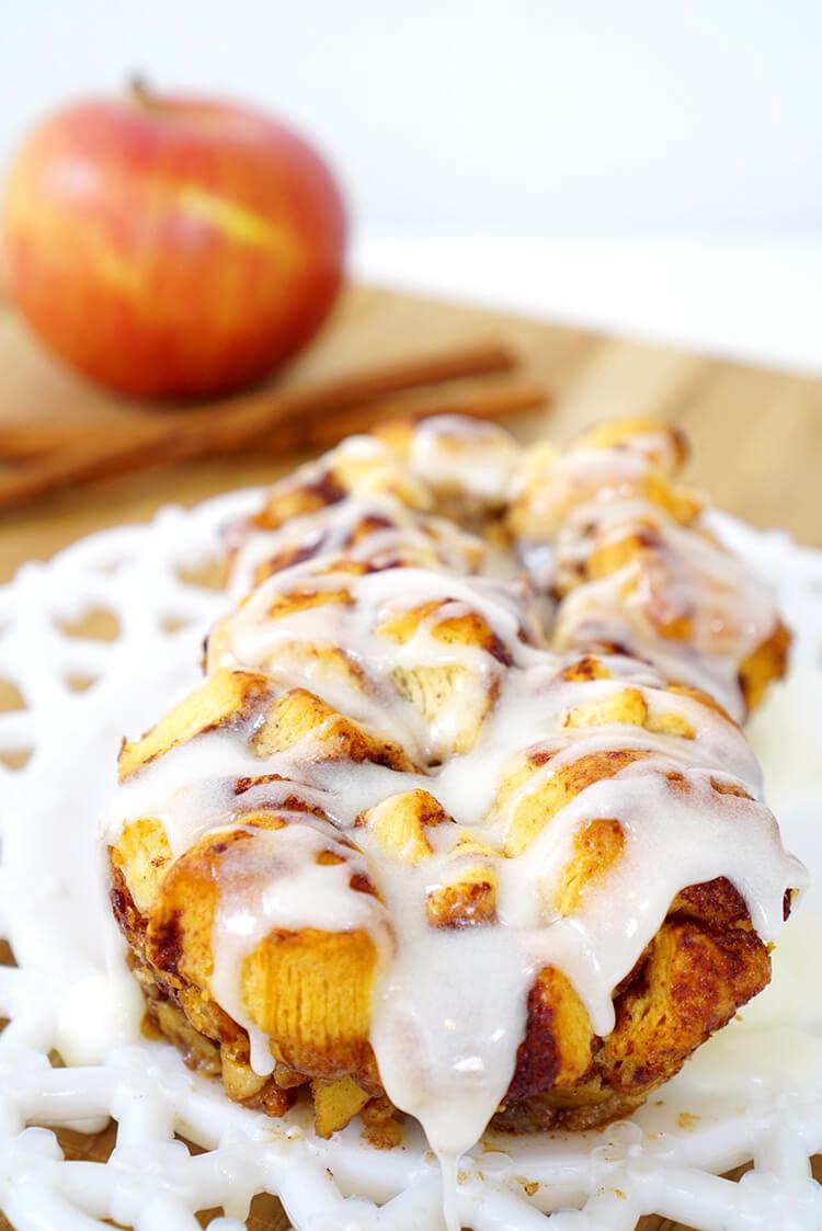 holiday-baking-iced-apple-cinnamon-monkey-bread