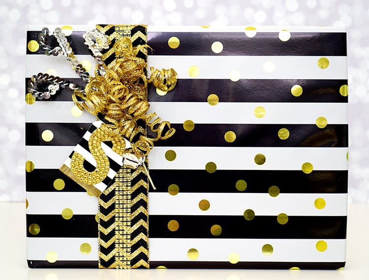 Tips and tricks for gorgeous holiday gift wrap! Make those presents pretty!