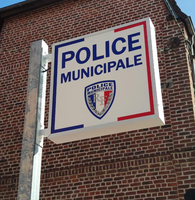 Enseigne caisson double face lumineux POLICE MUNICIPALE BRUAY LA BUISSIERE Happy Light Enseignes