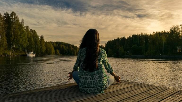 Méditer au bord de l'eau