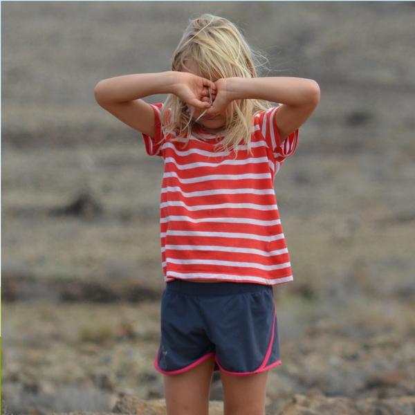 Trauriges Mädchen braucht Emotionscoaching