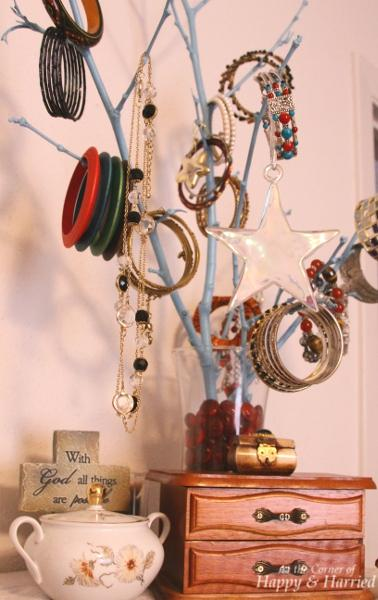 DIY Jewelry Holder 1