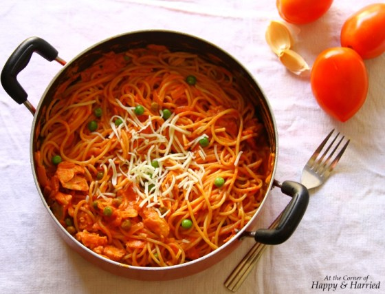 Chicken & Peas Pasta With Creamy Tomato Sauce