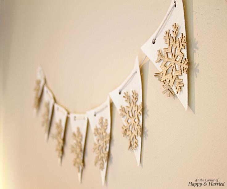 HappyandHarried Christmas 2015-Burlap & Felt Snowflake Bunting