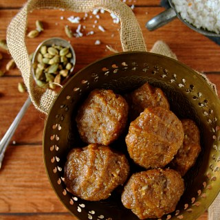 Godhumai Pidi Kozhukkatai {Sweet Wheat Flour Dumplings}