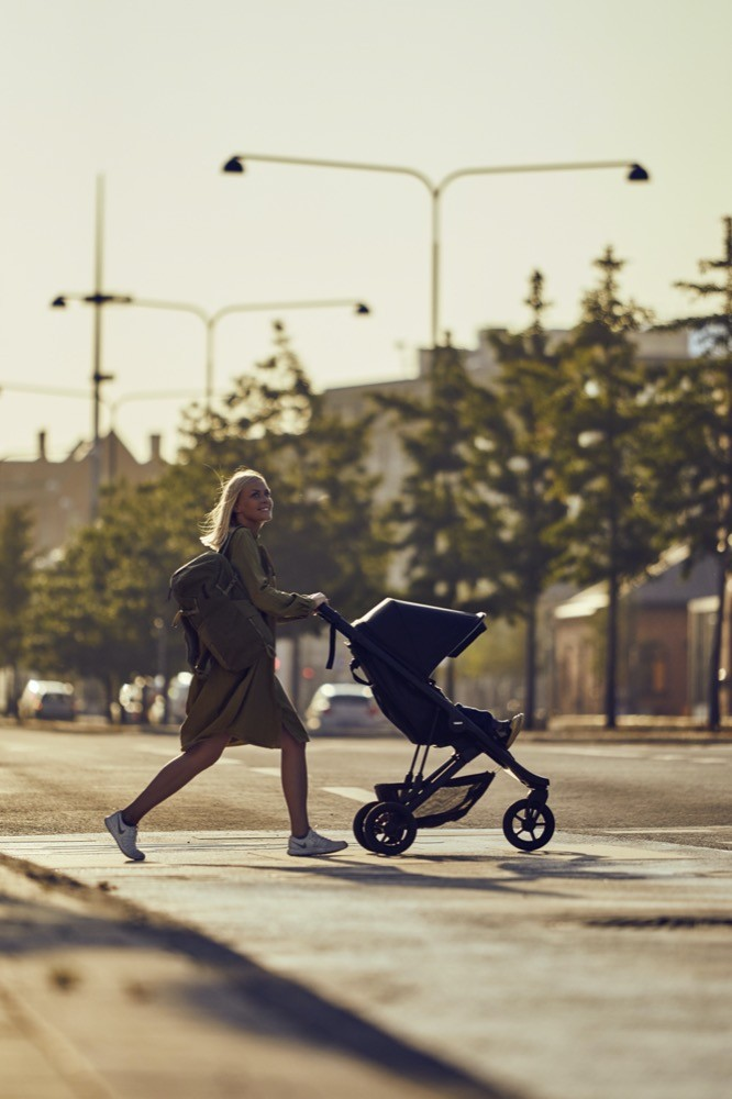 Sportlich unterwegs: Ob in der Stadt oder auf dem Land – junge Eltern wollen einen Kinderwagen, der sich auch zum Sport eignet. Anbieter wie Thule bieten kluge Allrounder.