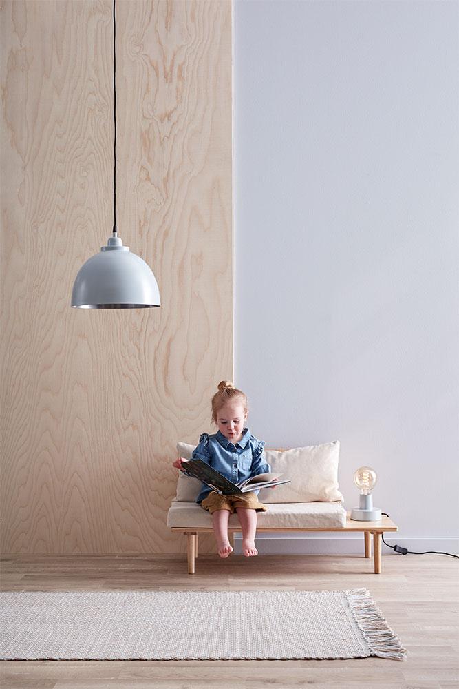 """Tiefsitzer """"Saga"""" von Kid's Concept mit einer Sitzhöhe von 26 cm. Mit maximal 80 Kilogramm belastbar."""