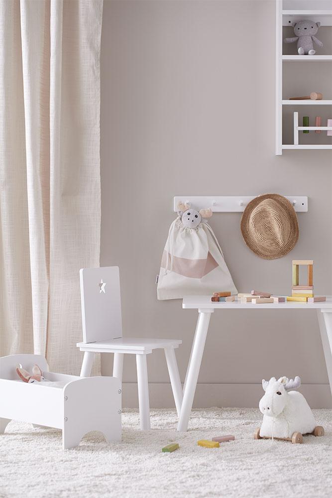 """Möbel ganz in Weiß aus der Serie """"Star"""" von Kid's Concept."""