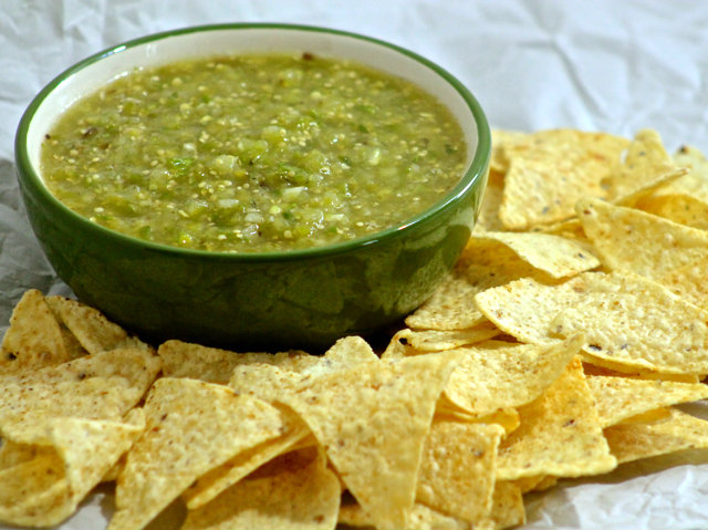 roasted-tomatillo-salsa