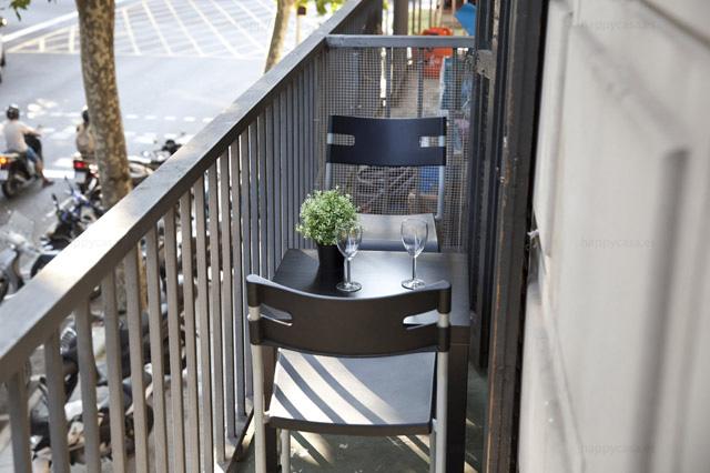 Habitación soleada con balcon Gran Via piso compartido Barcelona