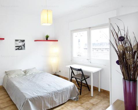 Dormitorio barato en Barcelona Grácia ambiente Erasmus