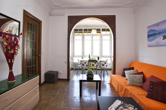 Salón muy luminoso en piso compartido Monumental Happycasa
