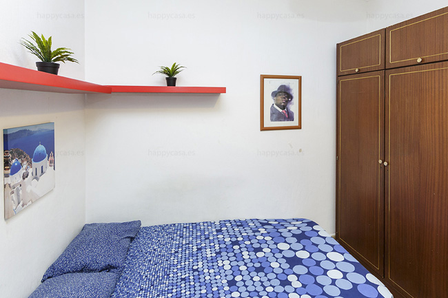 Double bed room for rent student Barcelona