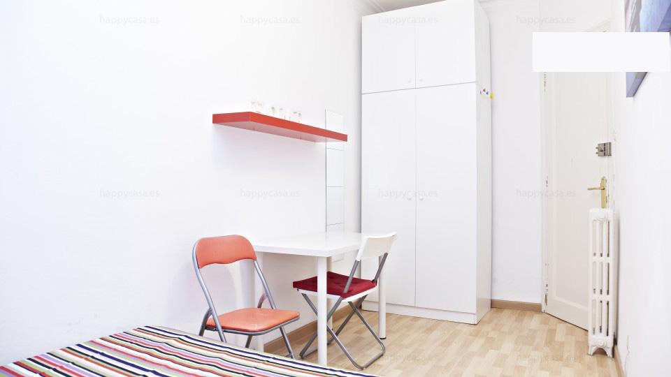 Habitación barata con internet Barcelona Plaza Lesseps