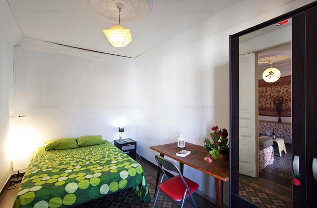 Busco habitación luminosa barata con cama doble Barcelona L1 L2