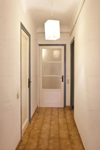 Vista del pasillo en apartamento compartido Barcelona