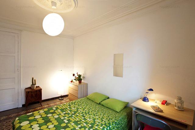 Alquilar habitación con cama doble centro Barcelona con internet