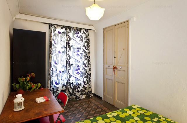 Dormitorio luminoso con balcón agradable Eixample