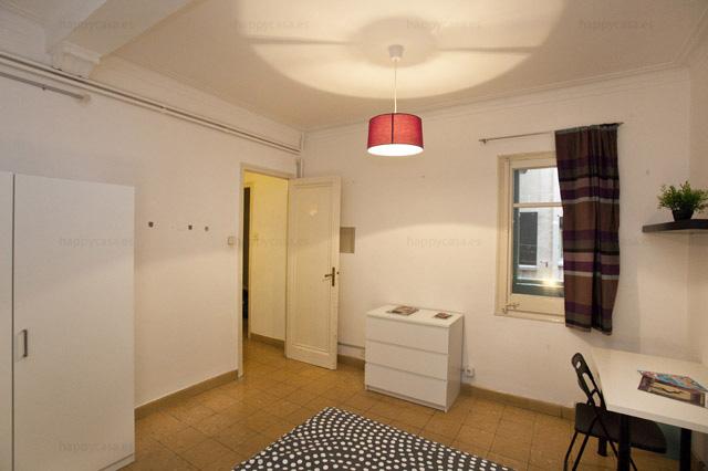 Alquilar cuarto cómodo en Barcelona cerca parque Güell