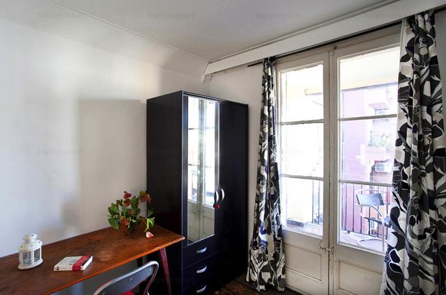 Alquileres habitaciones privadas centro Barcelona escritorio