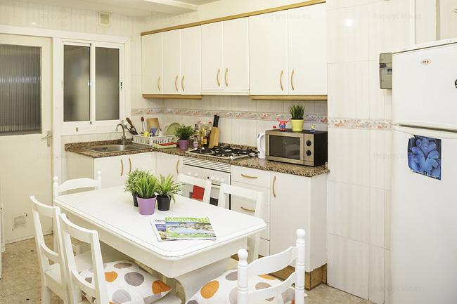 Barcelona piso compartido con cocina equipada Maria Cristina