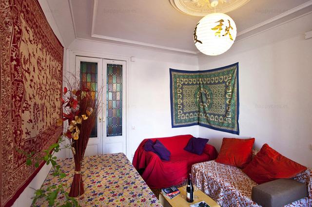 Busco habitación en piso con salón luminoso balcón Barcelona L2