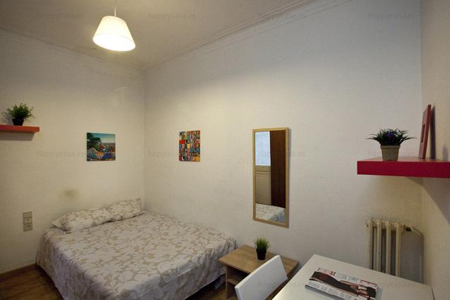 Pisos compartidos estudiantes Barcelona cama grande