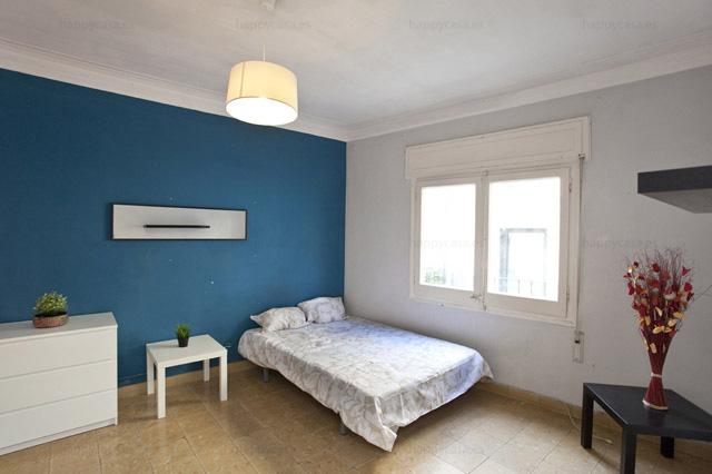 Busco habitación Barcelona con estudiantes erasmus con WIFI